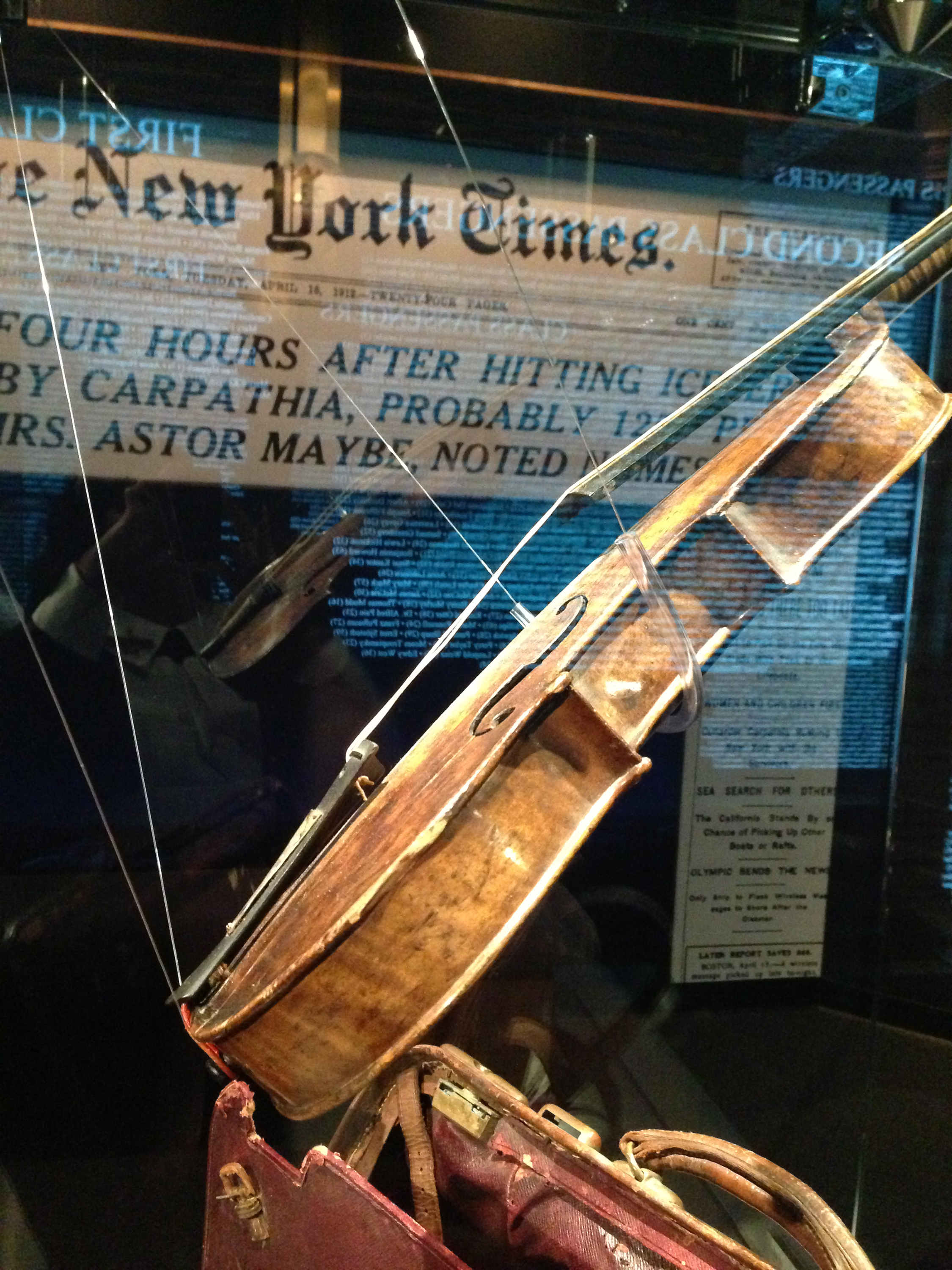 http://www.titanicpigeonforge.com/wp-content/uploads/2015/07/titanic-wallace-hartley-violin021.jpg